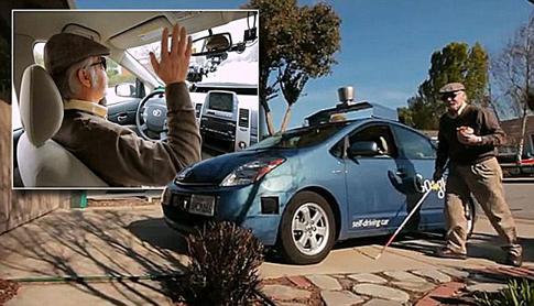 Illusztráció: a Google autója vezető nélkül működik, ezért a volánhoz egy vak is beszállhat.