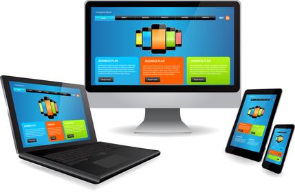 Asztali PC, tablet, okostelefon fektetve és állítva. Az akadálymentes honlap ugyanúgy jelenik meg minden eszközön.